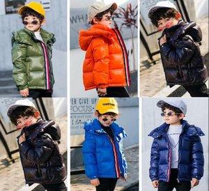 2020 caliente Branded niños donw Nylon chaqueta del diseñador Escudo Niño Niña cierre de cremallera frontal corta con capucha de invierno Outwear abajo