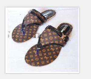 Femmes Diapo Sandales Designer Chaussures de luxe Diapo Été Mode plat large Slippery avec des sandales épais Slipper Tongs taille 35-42