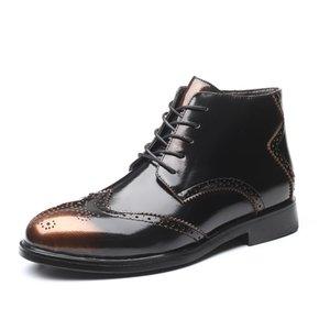 Los hombres de Brogue Botas Otoño Invierno 2020 Moda Bullock hombres del cuero de los zapatos ocasionales de arranque cómodo Hombre cargadores del tobillo de la nueva llegada