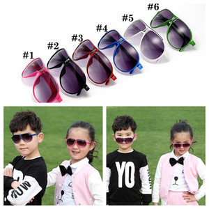 Kinder Sonnenbrillen 6 Farben Full Frame-Glas Outdoor Sports Brillen UV400 Gläser Sommer Outdoor-Strand Brillen Mode OOA6930