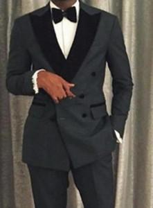 Alta calidad Double-Breasted Groomsmen Peak Negro solapa Novio Tuxedos 2 pieza Hombre trajes de boda / Prom Best hombre Blazer (chaqueta + pantalones + corbata) M88