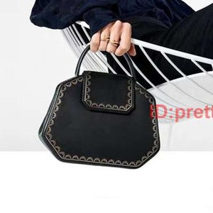 High Quality Women Handbag Classic Decorative Pattern Famous Shoulder Bag Fashion Style Women Handbag