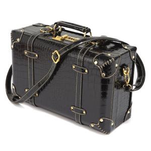 Tasarımcı-LeTrend Retro Haddeleme Bagaj Kadınlar Şifre Seyahat Çantası Kırmızı Arabası Bavul Tekerlekler Vintage 13/15/18 inç iCabin Kozmetik durumda