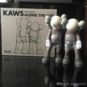 Las nuevas llegadas los 28CM 1,6 kg Originalfake KAWS Companion El estilo A lo largo del camino para la caja original figura de acción KAWS decoraciones modelo juguetes de regalo