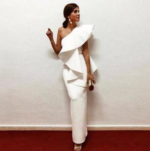 2019 Robes de soirée en satin blanc élégantes Une épaule Ruffle Sheath Robes de soirée formelles Longueur au sol Longueur fermeture à glissière Retour Robe de bal arabe arabe