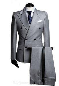 Hellgrau Bräutigam Smoking Zweireiher Männer Hochzeit Smoking Peak Revers Jacke Blazer Mode Männer Abendessen / Darty Anzug (Jacke + Hose + Tie) 1118