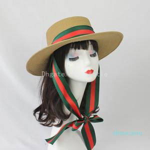 Femmes Summer Fashion Flat Top Chapeau de paille rouge et vert rayé ruban Chapeau de paille coupe-vent Protection contre le soleil Lady Big Straw Hat
