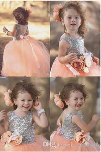 Pfirsichrosa glänzende Pailletten Prinzessin Festzug Kleider für Ihr kleines Mädchen Handgemachte Blume Ballkleid Blumenmädchenkleider