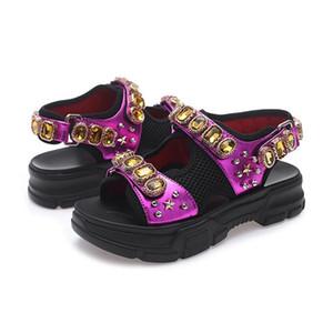 2019 Las últimas sandalias de plataforma diamantes de imitación de color beige mujer zapatos de diseño de diseño de moda de playa de lujo con caja de diapositivas verano