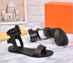 2019 neue Marken Frauen Print Brief Leder Nomad Sandale Wölbungs-Bügel-elegantes Mädchen öffnen Zehe-Bolzen Freizeit Sandalen