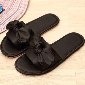 Hot Sale-Slipper Corée Et Satins Bow Ameublement Sandales Antidérapant Ventilation Accueil Femmes Cool chaussures en tissu de soie femme zapatos mujer