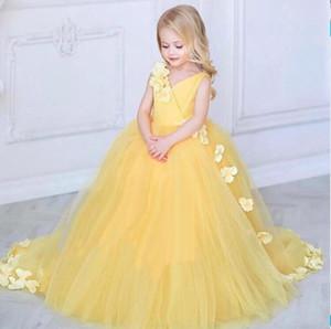 2019 New Princess Yellow Flower Girl Dresses Per Matrimoni V Neck Tulle Fiori fatti a mano Little Kids Baby Gown Abiti da prima comunione