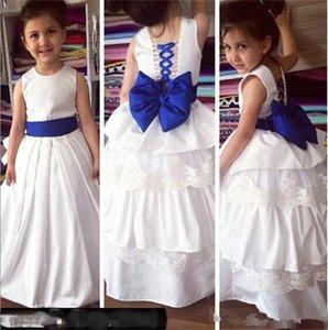 Robe Débardeur blanc satin Flowe Fille avec arc bleu Vive les enfants de demoiselle d'honneur robe de soirée de mariage avec jupe à volants