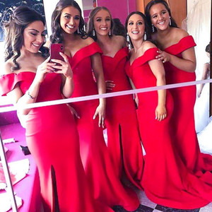 2019 Eleganter weg von der Schulter-Satin-Nixe Lange Brautjungfernkleider mit Rüschen besetzt Split Sweep Zug Hochzeitsgast Maid Of Honor Kleider BM0356