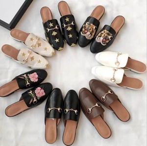 2019 Luxurious Marca mulas Princetown couro genuíno Mulheres Chinelos Loafers Flats Designers Mulheres cadeia de metal Senhoras sapatos casuais Size35-41