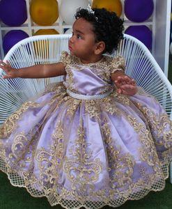 2020 lavanda merletto in rilievo Flower Girl Dresses Dresse Cap Maniche palla abito da sposa bambina economico Comunione spettacolo degli abiti F266