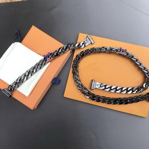 Europe Amérique du style Hommes Gravé V Initiales Argent-noir-couleur Matériel épais Collier Bracelet Sets avec arc-en-couleurs Charm 2054 M68908