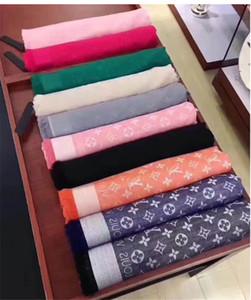 Promozione 18 colori classici donne 140 * 140 cm seta scialle sciarpa di cotone moda casual morbido autunno e inverno scialle caldo all'ingrosso