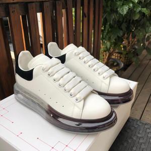 Con los zapatos ocasionales de la caja de calidad superior zapatos de cuero genuino del diseñador de lujo para hombre de la zapatilla de deporte blanco Mujeres de moda de cuero de la plataforma zapatos planos