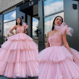 Arabia Light Pink Ball Gown Quinceanera una spalla Puffy Tiered Gonne formale abiti di sera Ragazze Sweet 16 Party Dress