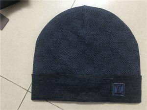 2020 Nuova Francia mens stilisti cappelli inverno cofano del cappello del Beanie maglia di lana più il berretto di velluto Skullies spessa maschera Berretti Fringe cappelli