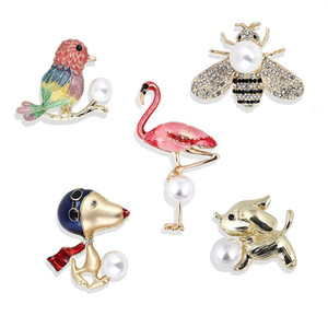 Pins Animals Jewelry Bee Insect Parrot Bird graceful Brooches For Women Luxury Jewelry Gift Costume Brooches