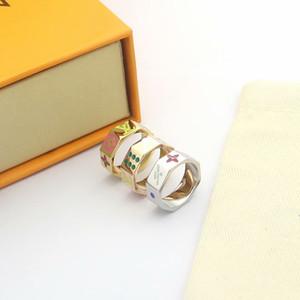 Европа Америка мода мужчины Леди женщины титан сталь гравировка V инициалы эмаль кости шаблон 18k золото любители кольца 3 Цвет Size6-9