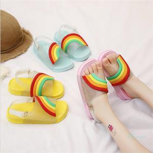INS été enfants Sandales Cartoon arc-en-bonbons tête de poisson sandales avec boucle Bracelet Chaussons PU souple douche bas plage Chaussures A51302