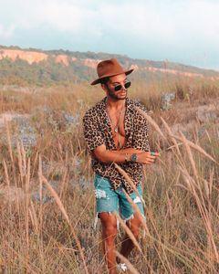 Das Hemd-Kurzschluss-Hülsen-Leopard-Druck-Männer beiläufiges hawaiisches Art- und Weisehemd der neuen Männer dünnes Hemd der Männer S-3XL