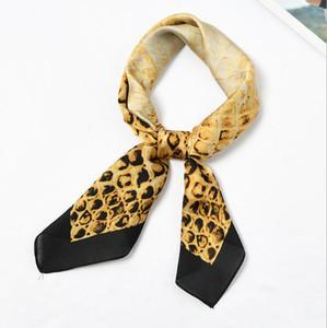 Venta al por mayor 12 unids Nuevo 70x70cm Mujeres Multifunción Poliéster Seda de la bufanda Serpiente Diseño Impreso Satén Pequeño Cuadrado Wraps Bufandas Mantones
