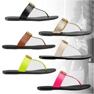 Diseñador para mujer para hombre sandalias de tiras de cuero de la manera t-correa de los deslizadores planos de las chancletas de relieve con el hardware de oro-tono