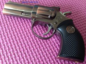 2 en 1 diseño creativo Arma del revólver 9 mm pistola encendedor de metal Gas butano recargables de cigarrillos a prueba de viento más ligero Jet antorcha de metal + luz láser