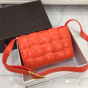 Новая сумка в 2020 году женской кожаной моды One плеча сумки ретро небольшой квадратный мешок