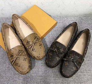 Mocasines de las mujeres reales hechos a mano diseñador de metal letra hebilla de deslizamiento en los zapatos del barco zapatos de lona ocasionales tamaño 35-40 con la caja L05
