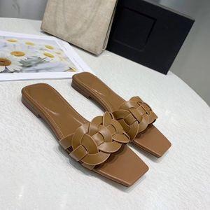 Women Textured Luxury Sandals Fashion Summer Classics Shoes Flats Beach Sandals Solid Color Rivet CFY2002272