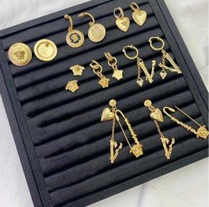 2020 New Gold Chain Letter Boucles d'oreilles Femme en laiton rétro explosion Coeur Boucles d'oreilles rouge net