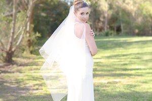 Nouveau incroyable réel Image élégante à deux couches Applique bord Hip Longueur personnalisée Blanc Ivoire Rouge alliage Peigne Veil mariage