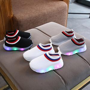 Designer de Criança LED Luz Sapatos Crianças Meninos Meninas Bebê Crianças de Verão Sapatilhas Infantil Ao Ar Livre Correndo Esporte Sapatos Confortável Respirável Macio