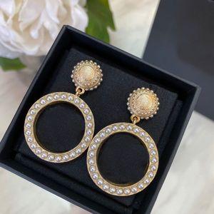 Модный бренд имеет штампы дизайнерские серьги для леди женщин партии свадебные любители подарок обручальные роскошные ювелирные изделия с коробкой CHB0419122