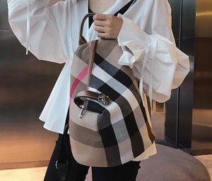 Горячий продавать Бесплатная доставка Новый стиль Мода Мужчины Женщины Холст Рюкзак классический мешок Plaid плечо Дамы сумки