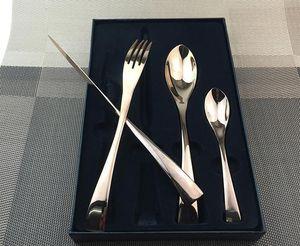 YKC Западной Кореи 4PC / SET розовое золото из нержавеющей стали Столовые приборы с Gift Box Western Luxury Silverware Dinner Fork S Пун нож Box Ножевые
