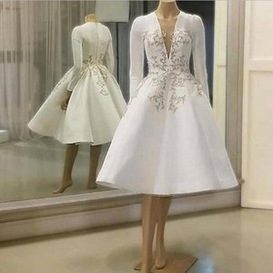 Satin blanc une ligne courte robes de cocktail 2020 col en V à manches longues en dentelle Une ligne courte Appliques Prom Robes de soirée arabe Vestidos