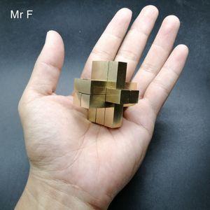 Chinese Kong Ming bloqueio 9 Pilares Cruz Estrutura 3D Puzzle Game Modelo Metal Cobre Cérebro Teaser Toy Colecção Hobby