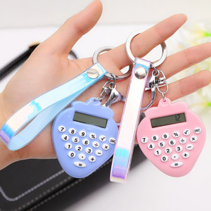 Strawberry Forme Portable Calculatrice électronique Mignon Keychain Mini Calculateur scientifique Calculator Bague pour cadeaux de bureau scolaire