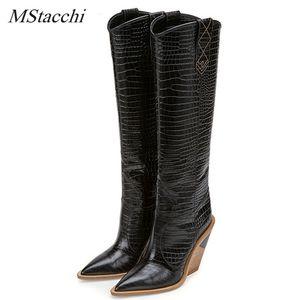 MStacchi Embossed Runway Shoes Mulher Joelho Botas Pointed Toe deslizamento ocidental das botas de vaqueiro Chunky Wedge Em Snakeskin