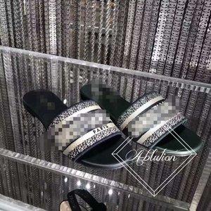 Mulheres Jelly Transparente PVC transparente Sandals Designer chinelos de borracha Deslize Sandália Floral Brocade engrenagem bottoms listrado falhanços Praia Slippe