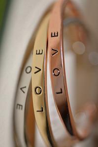 TLT in acciaio inox inciso Positivo Inspirational Citazione mano Stamped Cuff Mantra amore del braccialetto del K3495