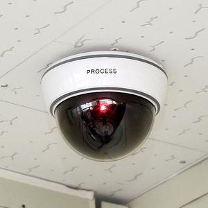 كاميرا أمن مراقبة مع أدى الاستشعار ضوء دمية قبة كاميرات وهمية لحماية الأمن الداخلي في الهواء الطلق
