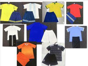 Uniformes New National Soccer T-shirts et shorts Taille S-XXL Accueil Couleur blanc Nom Non Non Numéro équipe adulte Jerseys Imprimer Tout Nom Numéro Tout