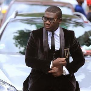 Nuovo ultimo disegno One Button Brown Velvet smoking dello sposo Groomsmen Best Man Suits Mens Wedding Blazer (Jacket + Pants + Vest + Tie) 4103